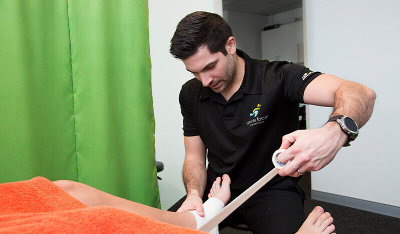 Sports-Taping-Courses-Kinesiology-Taping-Physiotherapy-Taping